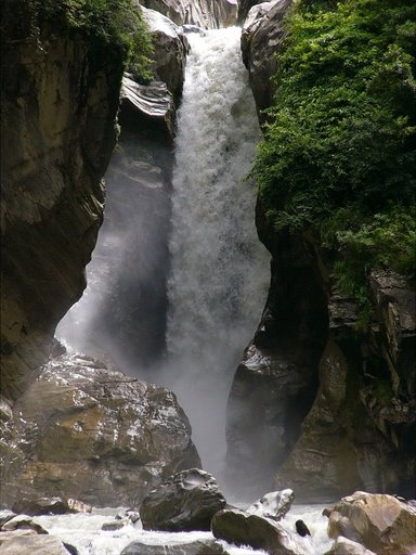 cascada en Mana