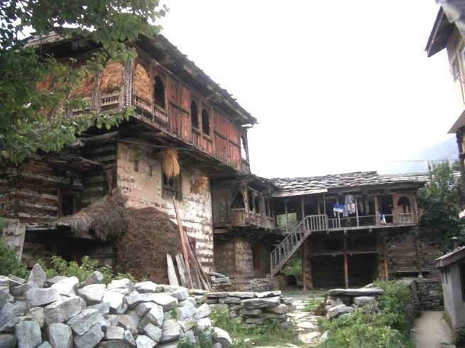 old_style_home_manali_2004